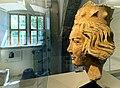 Kopf einer gekrönten Heiligen (1245-53) im Spitalmuseum Aub.jpg