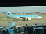 Korean Airlines Boeing 777-200 Aircraft (HL7526) at incheon International Airport.Icn.JPG