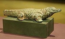 Bronzen Beeld van een krokodil ingelegd met goud