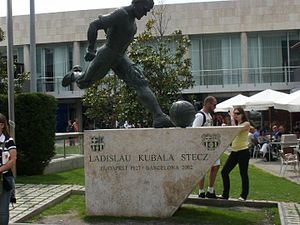 László Kubala - A statue of Kubala in the grounds of the Camp Nou