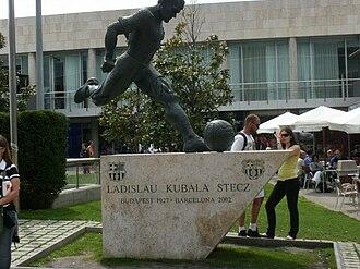 László Kubala - A statue of Kubala in the grounds of the Camp Nou