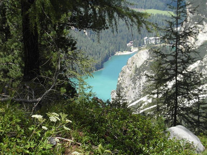 File:Lago di Braies dalla salita per la Croda del Becco.JPG