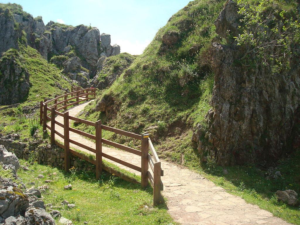 Camino hacia los Lagos de Covadonga