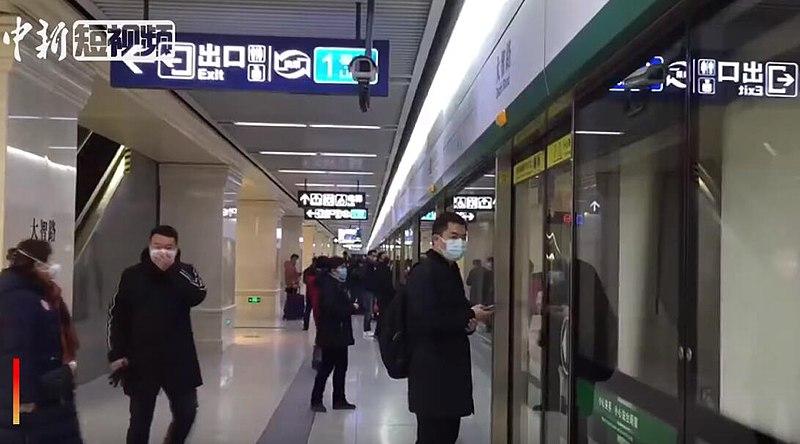 武漢市在宣布封城前的最後一班地鐵。//圖片來源:Wikipedia