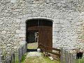 Lastours château portail.jpg