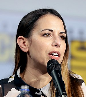 Laura Bailey SDCC 2019 (48378674272) (vertical cropped).jpg