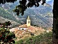 Le clocher et les toîts du village, vus du cimetière.jpg