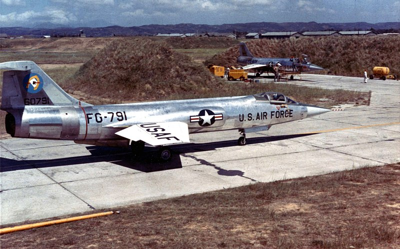 800px-Lockheed_F-104A_of_the_83rd_Fighter_Interceptor_Squadron_at_Taoyuan_Air_Base%2C_Taiwan%2C_on_Sept._15%2C_1958%2C_during_the_Quemoy_Crisis_-_Operation_Jonah_Able.jpg