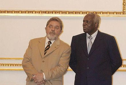 Dos Santos and the President of Brazil, Lula da Silva, in 2003 - José Eduardo dos Santos