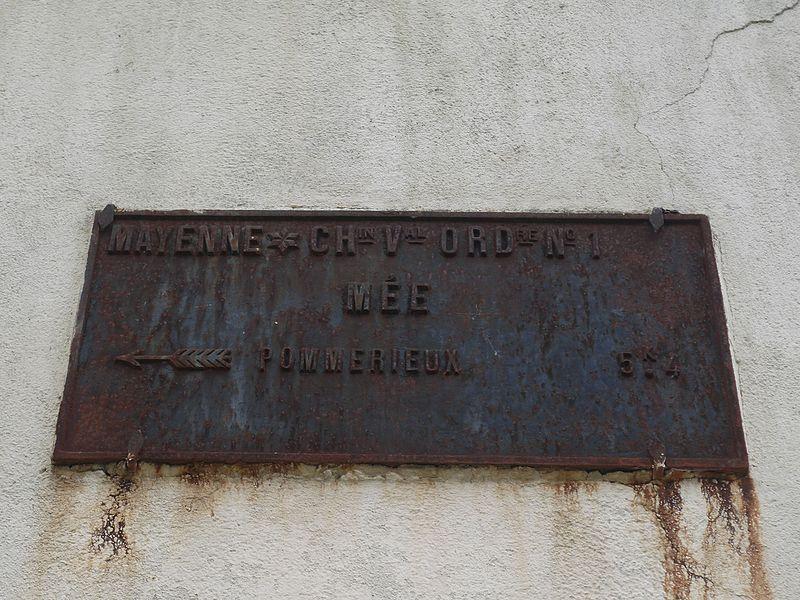 Plaque de cocher à Mée (Mayenne).