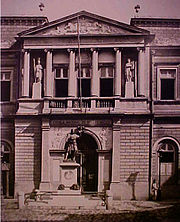 O p�rtico da antiga Academia Imperial