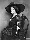 Marie Luise Becker by Becker & Maass, 1911.jpg