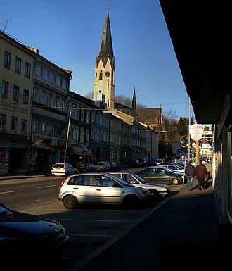 Mauerkirchen - Image: Mauerkirchen Obermarkt mit Kirche
