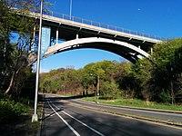 Pont de la rue Meadow (23610733163) .jpg