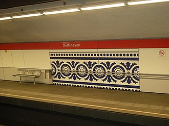 Delfshaven metro station - Delftware style decorated platform wall