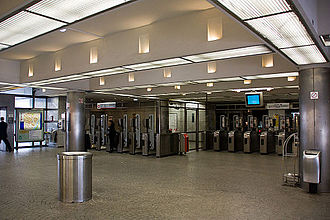 Esplanade de La Défense (Paris Métro) - Image: Metro L1 Esplanade IMG 5651