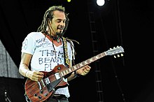 Michael Franti and Spearhead @ Fremantle Park (17 4 2011) (5648207117).jpg