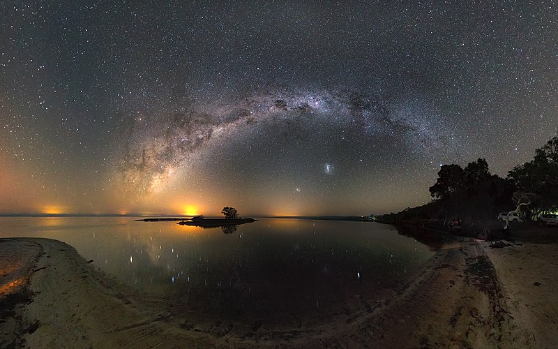 https://commons.wikimedia.org/wiki/File:Milky_Way_over_Island_Point.jpg