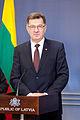 Ministru prezidents Valdis Dombrovskis tiekas ar Lietuvas premjerministru Aļģirdu Butkeviču (8366365553).jpg