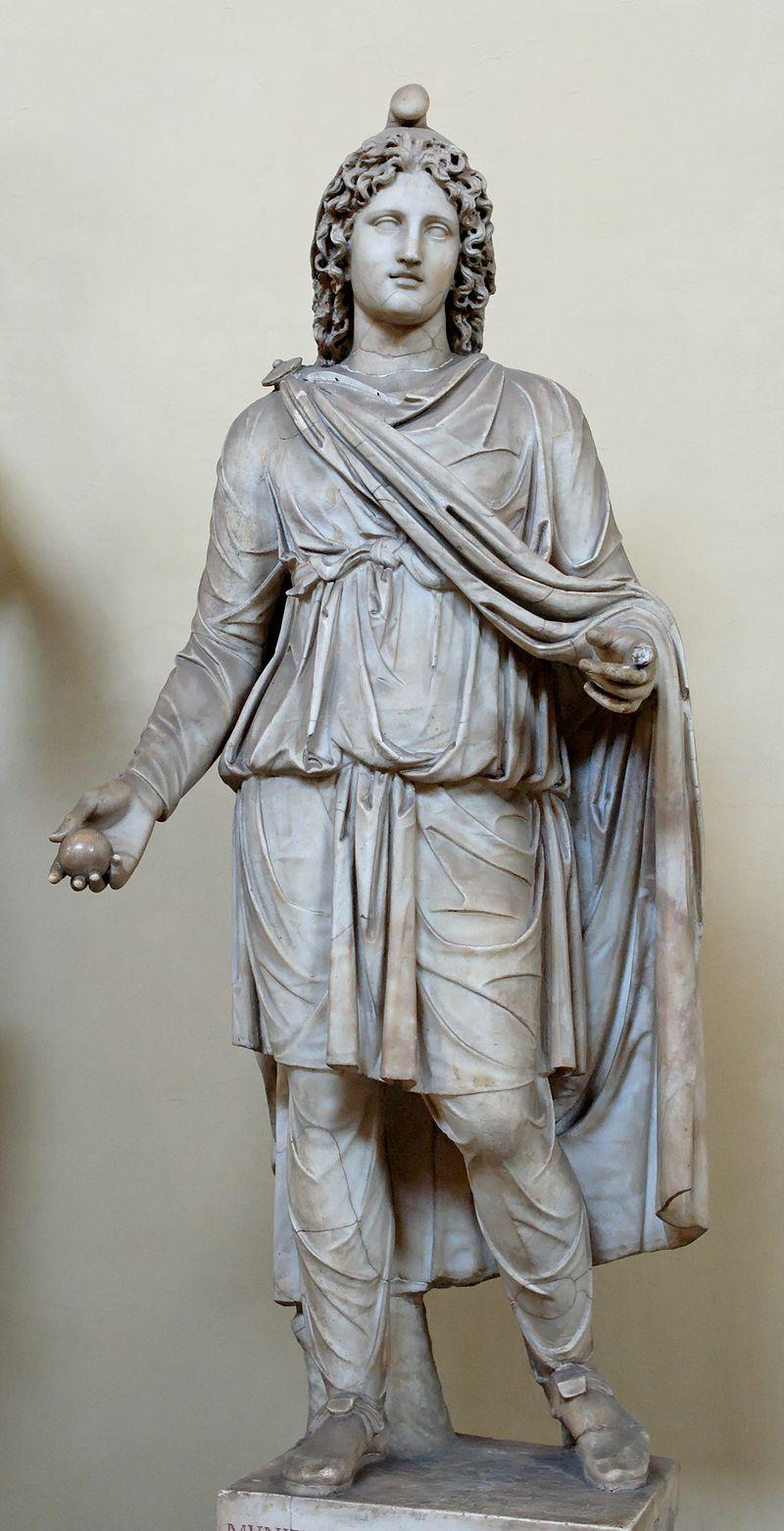 تندیسه میترای رومی یا یک مشعلدار پیرو آیین میترایی در روم باستان در موزه واتیکان (ساخته شده از مرمر در حدود سده دوم یا سوم پس از میلاد)