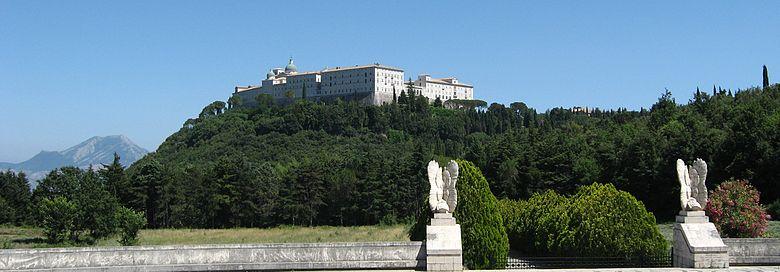 Klasztor na Monte Cassino – widok z Polskiego Cmentarza Wojennego