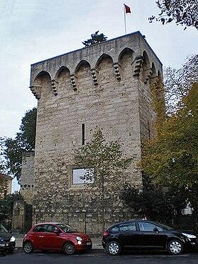 280px-Montpellier_tour_des_pins.JPG