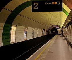 Monument Metro station, 7 November 2013.jpg