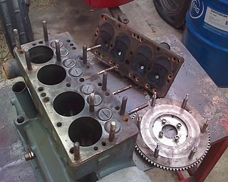 Balilla engine with cylinder head removed, showing the studs that normally hold it in place Motore Balilla PSF.jpg