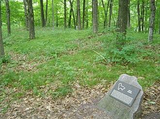 Devil's Lake State Park (Wisconsin) - Image: Mound, Lynx P7180247