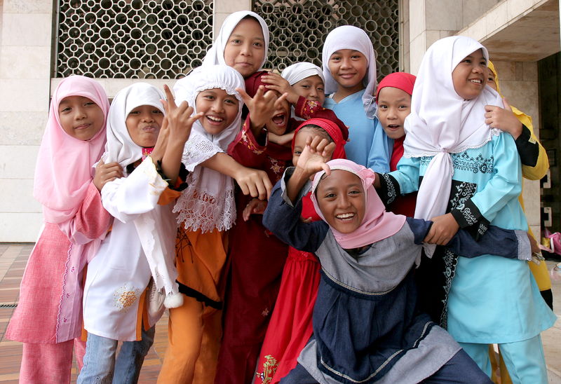 Muslim girls at Istiqlal Mosque jakarta.png