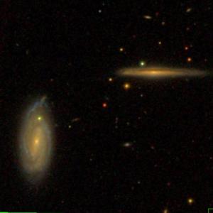 SDSS-Aufnahme der Galaxien NGC 325 und NGC327