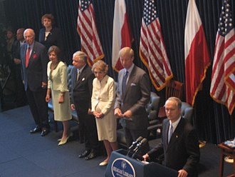 George P. Shultz - Shultz (far left) at the Ronald Reagan Presidential Library July 17, 2007, with the President of Poland Lech Kaczyński and Mrs. Kaczyński as well as former First Lady Nancy Reagan (center, second from right)