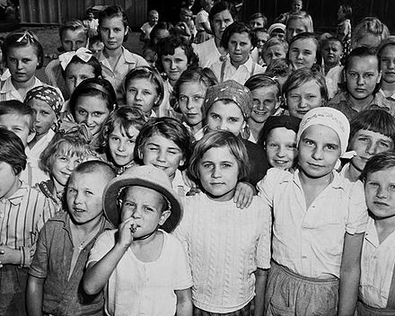 Orphaned Polish children in Santa Rosa, Guanajuato that arrived with a larger group of refugees during the Second World War. Ninos polacos de Santa Rosa, Guanajuato.jpg