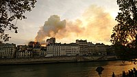Notre-Dame de Paris, Incendie 15 avril 2019 20h10.41.jpg