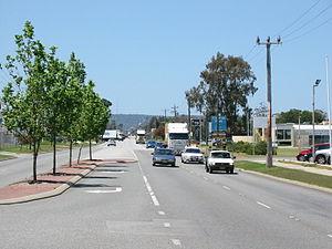 Welshpool Road, Perth - View east along Welshpool Road in Welshpool