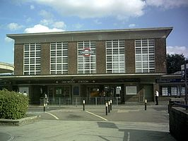 Oakwood tube station.jpg
