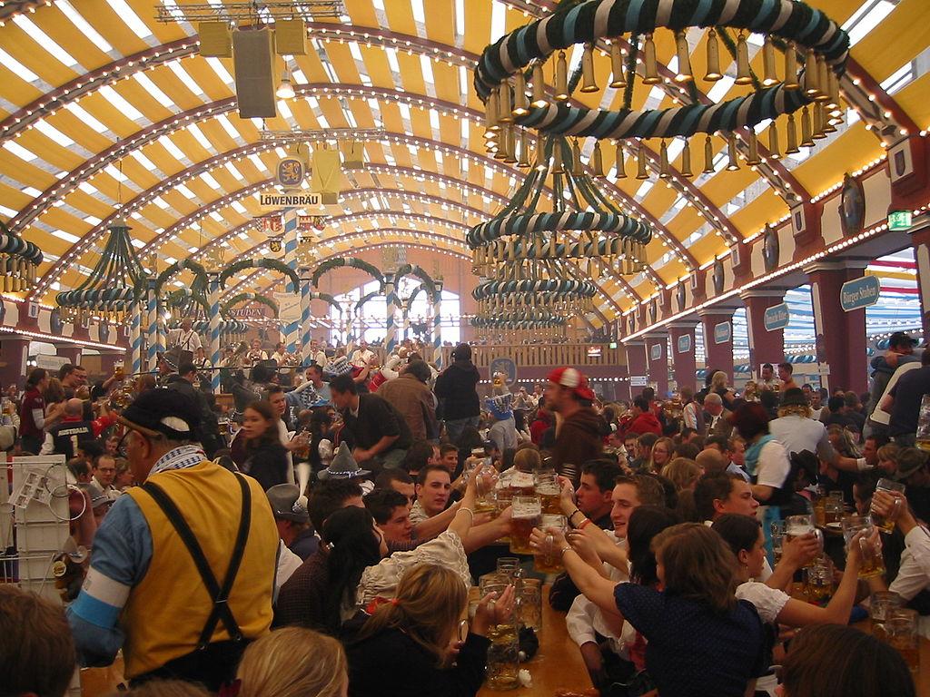Oktoberfest 2005 - inside Löwenbräufestzelt