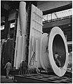 Operários a trabalhar numa fábrica, Portugal.jpg