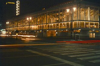 Opern- und Schauspielhaus Frankfurt - Building at night (2006)
