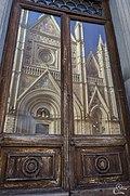 Orvieto Duomo sulla porta.jpg