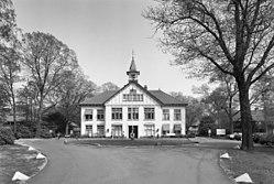 Overzicht hoofdgebouw, door F.W.M. Poggenbeek - Den Dolder - 20002144 - RCE.jpg