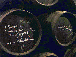 Arturo Pérez-Reverte - Sherry barrell signed by Pérez-Reverte