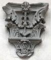 Palazzo Antinori-Corsini-Serristori, cortile, capitelli e peducci 06 stemma corsini.JPG