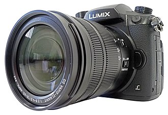 Panasonic Lumix DC-GH5 - Image: Panasonic.Lumix.DC GH5.Leica.12 60.perspective view