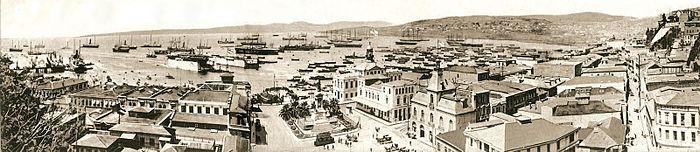 Panorama bahía y plaza sotomayor fines siglo xix.jpg