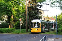 Pastor-Niemöller-Platz mit Straßenbahn.jpg