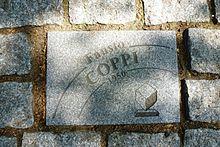 Pavé gravé au nom de Fausto Coppi, sur l'allée Charles Crupelandt à Roubaix