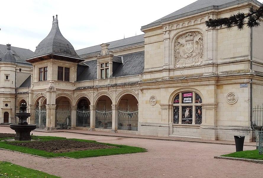 Musée départemental et municipal Anne-de-Beaujeu (dans l'ancien Pavillon Anne de Beaujeu). Moulins, Allier