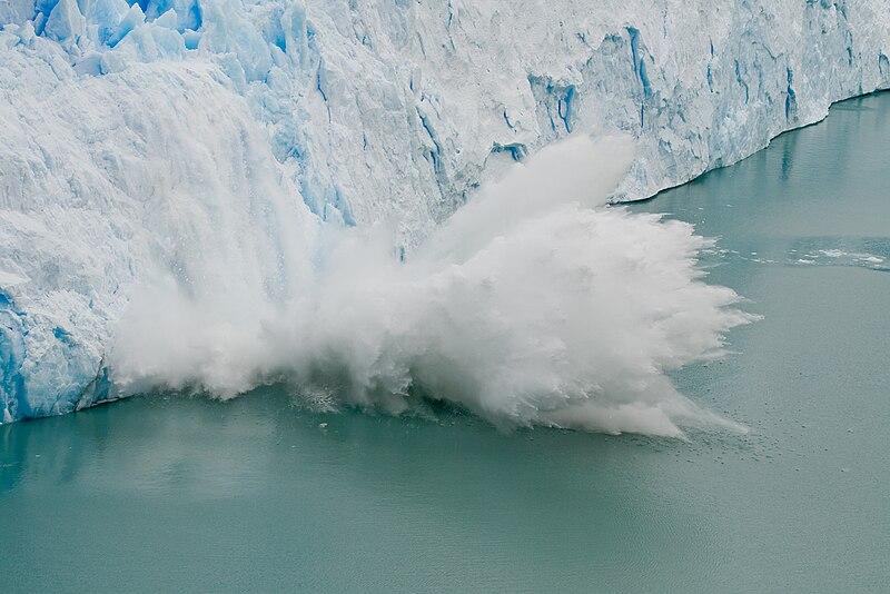 Archivo:Perito Moreno Glacier ice fall.jpg