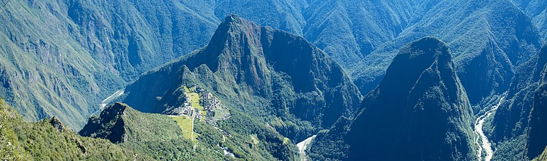 Peru - Machu Picchu 038 - lush, rugged valley (7367125008).jpg